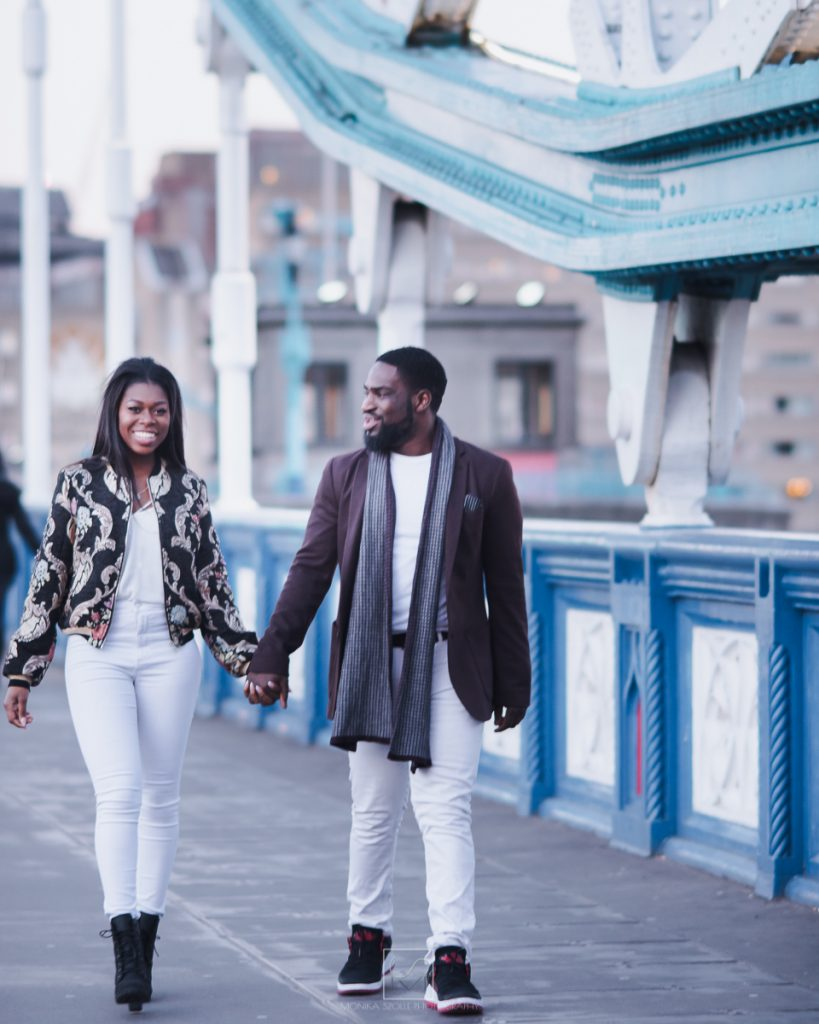 engagement shoot on London bridge