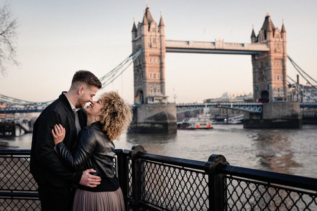Couple shoot Tower Bridge