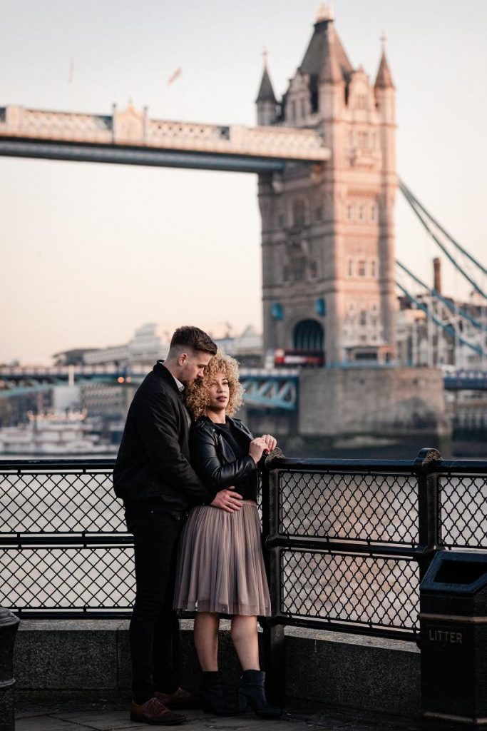 Couple shoot Tower Bridge London